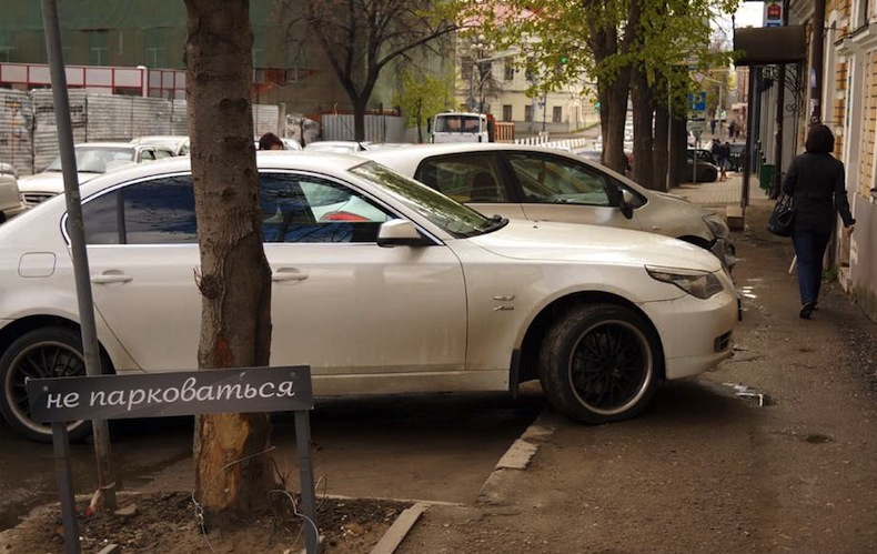 штраф за парковку на тротуаре 1