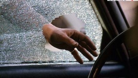 Разбили стекло автомобиля