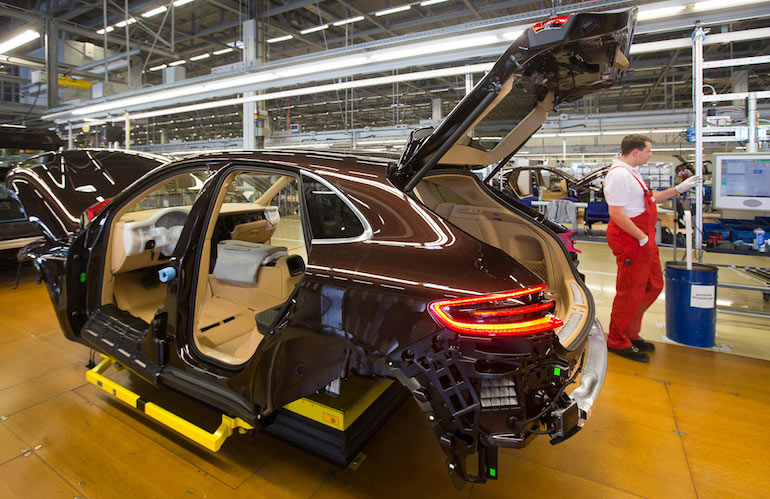 Сборка автомобилей в России12