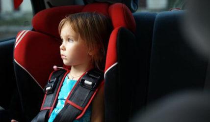 Разрешена ли перевозка ребенка на переднем сиденье в детском кресле